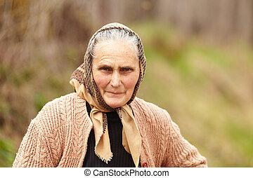 nyílt, portré, közül, egy, vidéki, senior woman