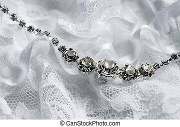 nyaklánc, harisnyakötővel rögzít, esküvő