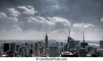 nyc, stadtzentrum, sunrays, und, wolkenhimmel