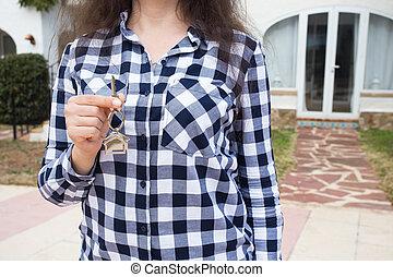 nyckel, kvinna, keychain, bakgrund, hus, house., uppe, form, holdingen, hem, nära, färsk