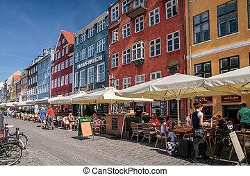 nyhavn, copenhague, cafés, rue