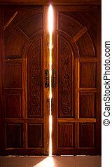 nyitott kapu, fény