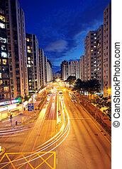 nymodig, urban, stad, med, motorväg, trafik, om natten,...