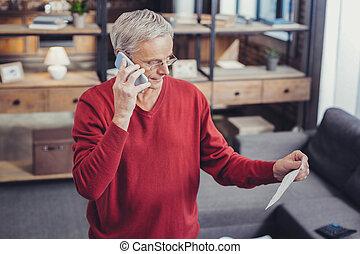 nyugdíjas, övé, számla, hívás, látszó, figyelmes, part