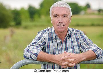 nyugdíjas, ember