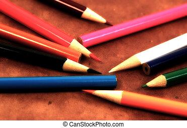 ołówki, rozsiadły