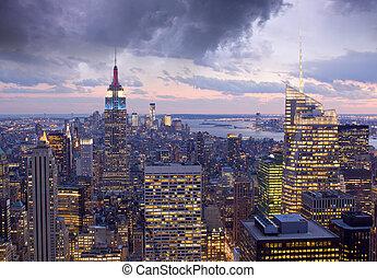 oświetlany, zabudowanie, w, przedimek określony przed rzeczownikami, noc, miasto nowego yorku