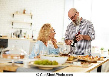 o, mówiąc, starszy człowiek, dama, wino