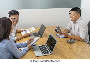 o, pokój, handlowy zaludniają, asian, zameldować, spotkanie, dyskutować