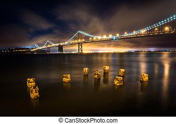 oakland lient, francisco, san, jetée, -, baie, francisco, pilings, nuit, california.