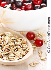 Oat flakes and berries.