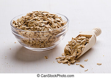 oat flakes in bowl and scoop