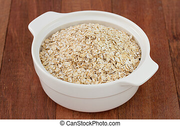 oat flakes in the bowl
