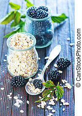 oat flakes with black berries