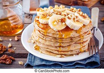 Oat pancakes with banana, walnuts and honey