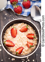 Oatmeal breakfast with strawberries - Healthy homemade...