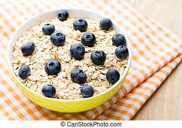 Oatmeal porridge with blueberries. healthy breakfast.