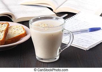 oatmeal porridge with milk - healthy breakfast