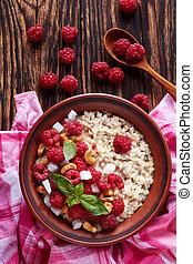 oatmeal porridge with raspberry and nut