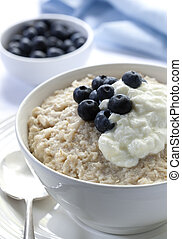 Oatmeal with Blueberries and Yoghurt