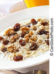 Oatmeal with Raisins and Walnuts