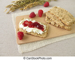 Oats crispbread with raspberry jam