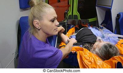 obèse, patient, urgence, fournir, monde médical, ambulance, infirmier, soin senior