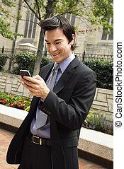 obchodník, usmívaní, v, cela telefonovat, message.