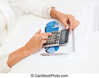 obchodnice, kalkulačka, úřad, pracovní