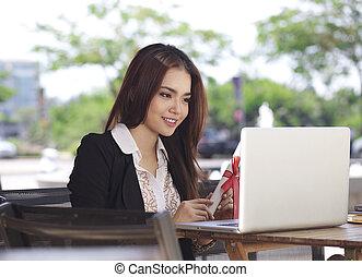 obchodnice, počítač na klín, asijský