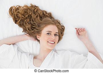 junger bett schwarz liegen blond portr t brassi re junger bett schwarz liegen blond. Black Bedroom Furniture Sets. Home Design Ideas