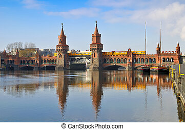 oberbaum bridge berlin - train on oberbaum bridge in berlin,...
