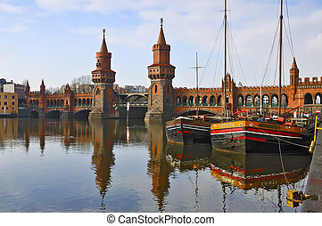 oberbaum bridge in berlin - oberbaum bridge over spree river...