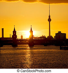 oberbaumbruecke berlin sunset