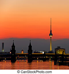 oberbaumbruecke bridge berlin
