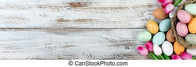 oberirdische ansicht, von, ostereier, innerhalb, vogel- nest, mit, tulpen, weiß, rustic, holz