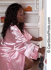 obeso, bocado, conseguir, refrigerador, tarde, mujer, negro