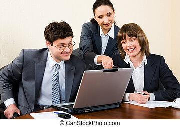objaśniając, koledzy, kobieta, jej, handlowe biuro, analiza, droga, poprawny