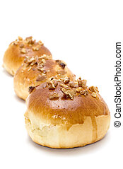 bun with nuts