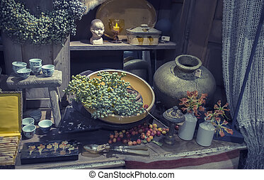 objects in shop for home decoration - objects in brokante ...