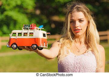 objeto, segurando, furgão, hippie, mulher, modelo