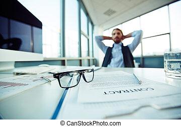 objetos, en, oficina, lugar de trabajo