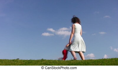 obracający, mały, łąka, dziewczyna, macierz