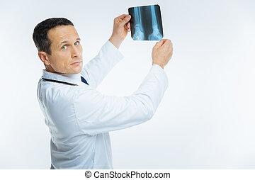 obraz, doktor, patrząc, aparat fotograficzny, mri, dojrzały