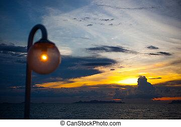 obscurecido, elegante, lâmpada, à noite, ligado, céu ocaso, fundo