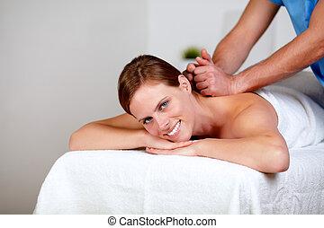 obtendo, masseuse, jovem, costas, femininas, massagem