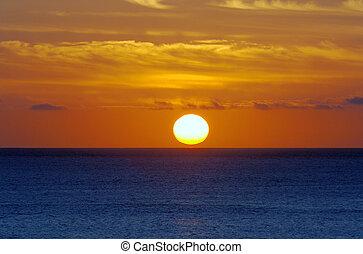 océano, salida del sol