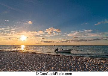 ocaso, en, playa tropical, en, isla mujeres, méxico