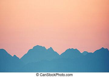 ocaso, encima, montañas