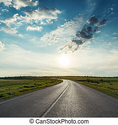 ocaso, encima, nubes, camino, asfalto
